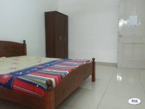 Full Facilitise Medium Room At Putra Height Available Room Rent with Free Wi-fi