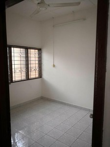 Renovated master room and store room for rent