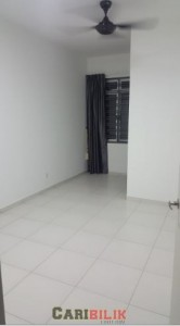 Middle room for rent at Tebrau