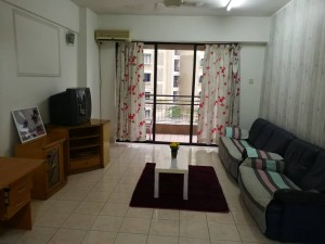 Fully Furnished and COZY MASTER,MEDIUM and SMALL Room for Rent @ VISTA KOMANWEL C