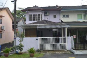 Partially Furnished Terrace For Rent At Taman Sri Muda, Section 25