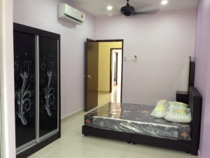 Spacious and clean middle room for rent