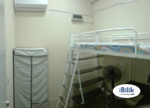 Middle Room Rent At Bandar Botanik, Klang With Weekly Cleaning Provided