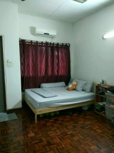 Middle room at BU2 including all utilities. Walking distance to 1U, MRT, KPMG, IBM