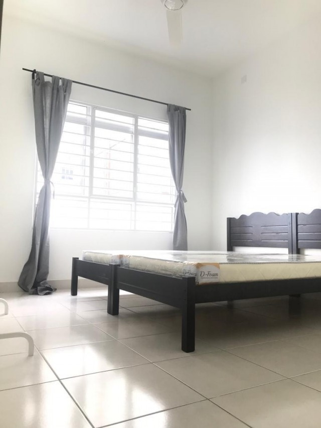 Middle Room to let Cheras