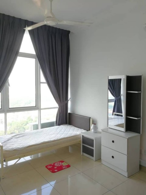 MEDIUM ROOM AVAILABLE, FULLY FURNISH (FEMALE ONLY)