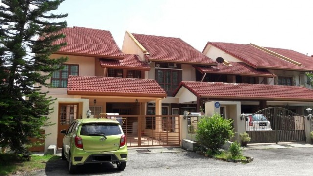 Middle Room to let Subang Jaya