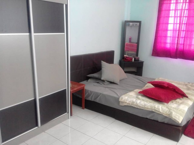 Master room for rent at Platinum Hill PV5 with private bathroom