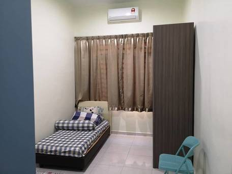 HURRY, Call !! Weekly Cleaning Room Lestari Perdana, Seri Kembangan Include Utilities, Full Furnished