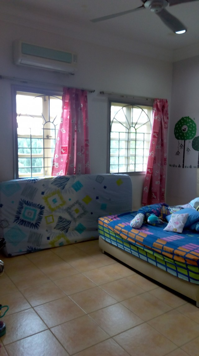Fully Furnished, Large Middle Room for Rent