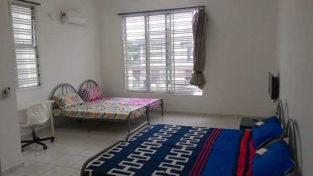 Bukit Indah 2 G&G Master room with private toilet and TV