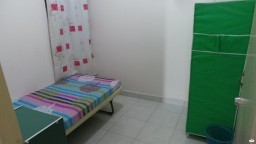 Available Room Seksyen 17 Walking Distance to LRT Free Wifi, Include Utilities